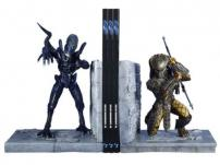 Alien vs Predator Limited Edition Bookends by Diamond Select